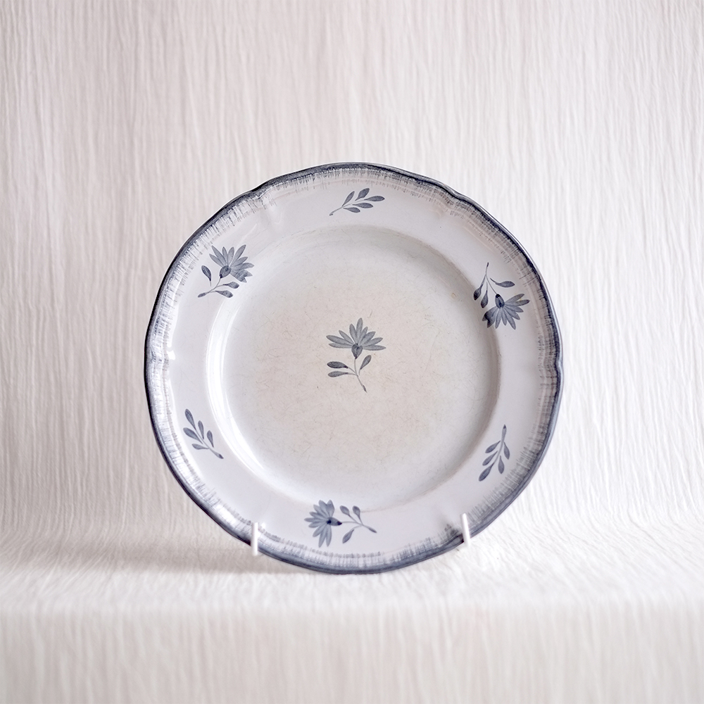 HAND PAINTED DECORATIVE BLUE FLORAL PLATE