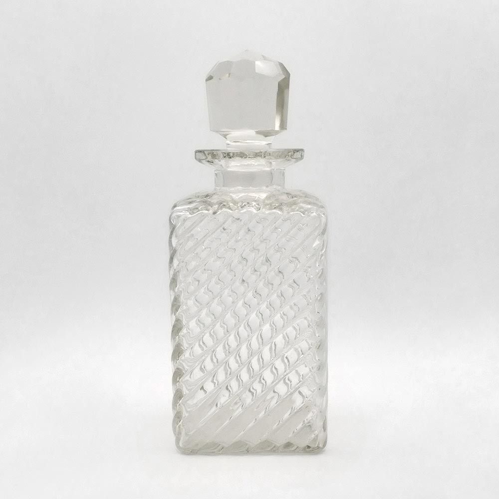 RIBBED GLASS DECANTER
